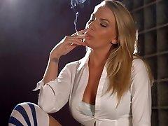 Danielle Maye ahel suitsetamine