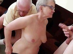 Vyresnio amžiaus vyras pakliuvom su jaunuolis