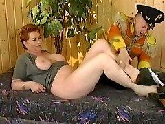 Kira Raudona su midget (Geras video)