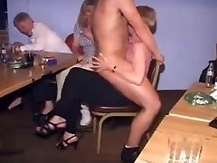 Briti Naiste juures CFNM Strippar Peo-Part1