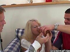 2 partying guys pound drunk blonde granny