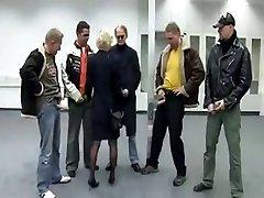 Vokietijos brandus gangbanged į visas skyles