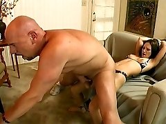 Dude with yam-sized shaft fuck a girl on the couch