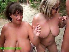 Močiutė Kims paplūdimio cum šalis