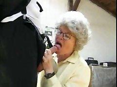Vanaema Kuradi 2 Dudes poolt snahbrandy