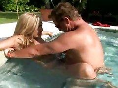 Big titted kuum ema Jazella Moore saab perses lihtsalt õigus bassein