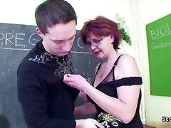 MILF Mokytojas rodo, jaunas berniukas, kaip moteris pastoti
