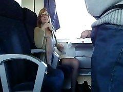 Brandus žmona pateko į traukinį