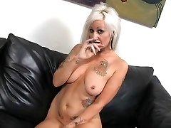 Kuum Tätoveeritud Busty Blonde Puuma Lana Phoenix