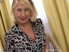 Beautiful mature mommy first time on cam