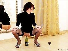 Slim MILF meeldib sisestamine pudel arvesse pussy & fisting