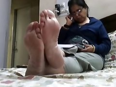 Candid super-fucking-hot soles (soles and toes)