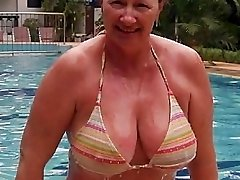Lisa65 Offers Her Tastey Wet Cootchie For Cock