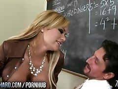 Hot milf õpetaja fucks