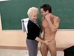 Kuum Vanaema Puuma Õpetaja Peksma Klassi