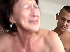 Vanaema, roikkuva ja kirglik