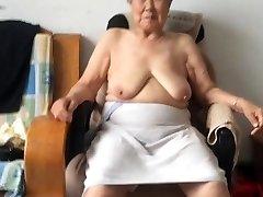Aasia 80+ Vanaema Pärast vanni