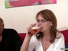 Drunken mommy gets her cooch drilled