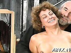 naine püsib pärisorjus sugu kodus mitte-professionaalne video