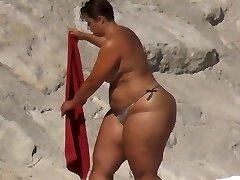 Plumper Huge Ass on the Beach