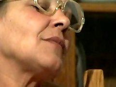 Lesbid Grannys R20