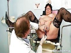 Busty vanem naine gyn kliinik eksam