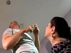 raguotas namų šeimininkė vilioja jaunimo elektrikas