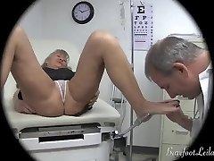 arst uurib jalad haagis