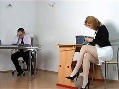 kirsty mėlyna - neklaužada sekretorius gauti nubaustas bosas