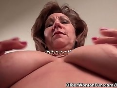 Pantyhosed ema vallandab tema ulakas pool