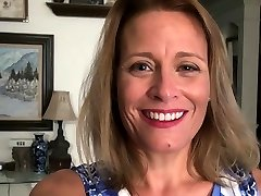 American milf Jayden Matthews dildos her mature poon