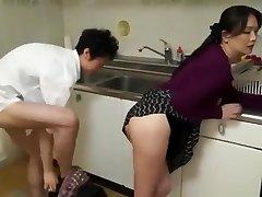 raguotas mama žr. mergina ir vaikinas greitai fuck virtuvėje