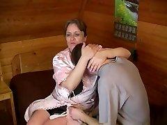 Vana lihav ema koos roikkuva rind & guy