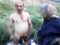 Senelis ir Močiutė Lauko
