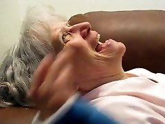 močiutė sucks jam išdžiūti