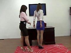 Tarnybos metu mergina