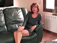 Redheaded mature mom plays with her puffies and puss