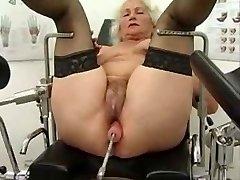 Močiutė Norma Veikia dėl Sekso Mašina