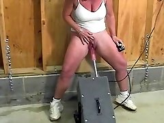 Mature with humungous clit pumps out while fucked by the machine