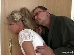 She rides his old cock after cunnilingus