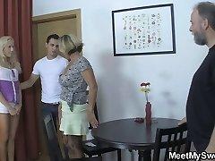 Vana ema seduces tema uus tüdruk arvesse tabu sugu