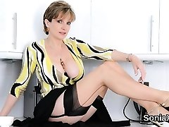 Unfaithful brit mature lady sonia shows off her thick boobs