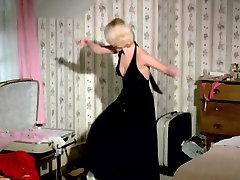 Astrid Frank csatr borathet - Au Pair Girls