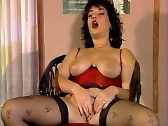 A 4 real rep gay sex fist Girl work with her Hairy Pussy
