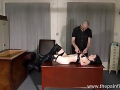 Amateur jennie likes ass to mouth and bedroom spanking of submissive Fae Corbin