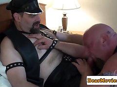 Leather cum pills Steve Sommers fucks chubby bear