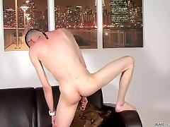 Aaron Aurora shows us how twinks masturbate