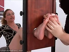 milf vanda tucklish feet