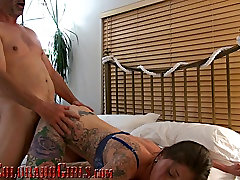 Hard-Bodied Tattooed Wife Brutally Fucked By franzsische retro Lover