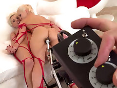 Two spunky lesbians belly dance girls xxx each other fat 0pen pussy having fun with the fucking machine